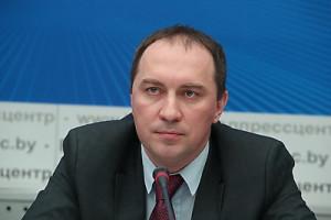 Первый заместитель министра труда и социальной защиты Андрей Лобович на пресс-конференции